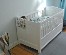 Kinderbett vom Sperrmüll - frisch lackiert