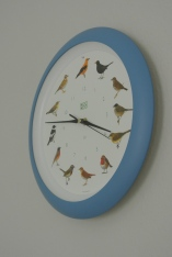 Wanduhr mit Vogelstimmen zu jeder vollen Stunde von KooKoo
